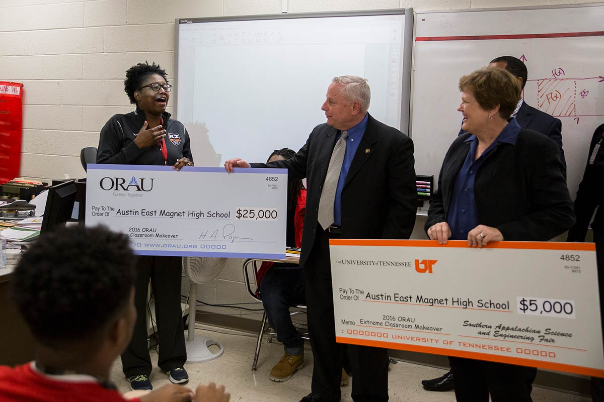 2016 Extreme Classroom Makeover winner Rhea Carmon and ORAU President Andy Page